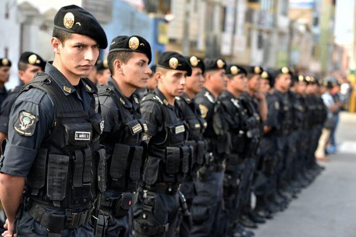 ESTUDIAR OPOSICIONES POLICÍA A DISTANCIA